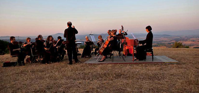 Sunrise concert in the Ghiaccio Forte Etruscan site. Photo from terrediscansanoclassicafestival.it