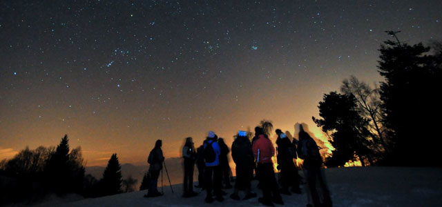 Trekking on ciaspole at night, image from gruppociclisticoiseo.blogspot.com
