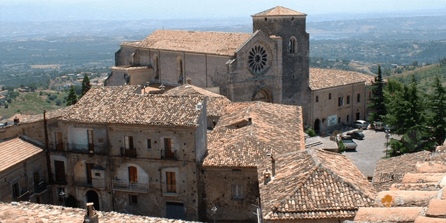 The medieval center of Altomonte. Image from calabriatours.org