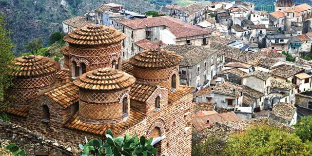 The Byzantine Church of Cattolica overlooking Stilo. Image from turiscalabria.it