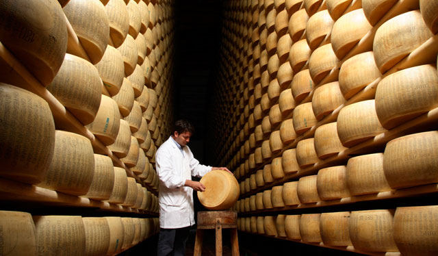 Parmigiano-Reggiano factory! Image from parmigianoreggiano.it