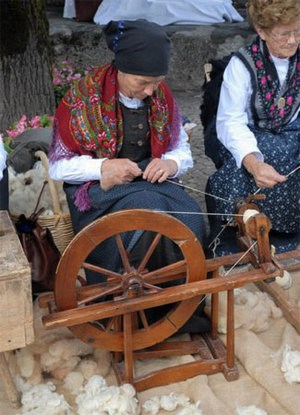 Ancient traditions and sewing techniques on display during the I Mistirs Festival. Image from ecomuseomistirs.it