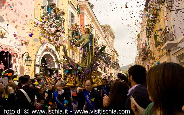 Easter in Italy: celebrations during the Angel Run, Ischia Island