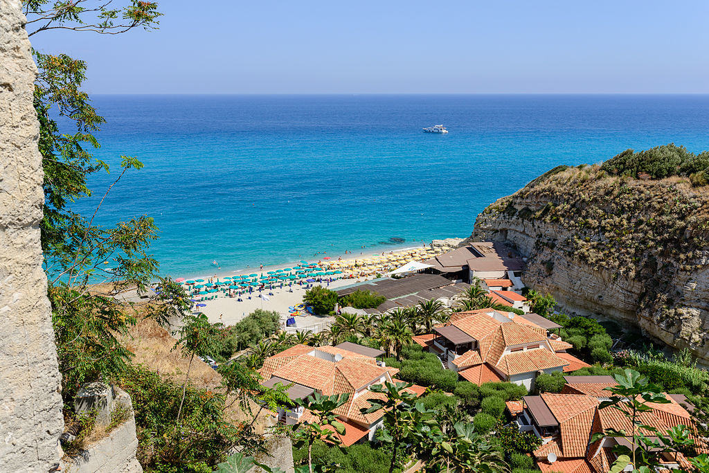 Beautiful beach in Tropea. Image by By Norbert Nagel (Own work) [CC BY-SA 3.0]
