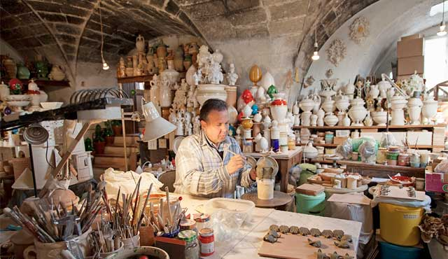 A traditional pottery workshop in Grottaglie, Apulia. Image from italiaunica.it