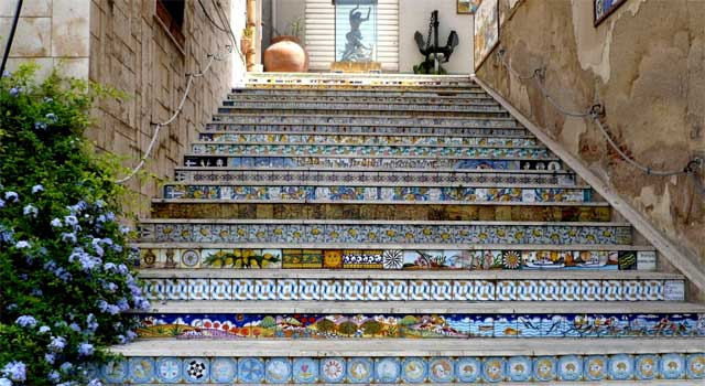 Pottery itineraries: staircase in Sciacca, Sicily - image from cosedafareinsicilia.it