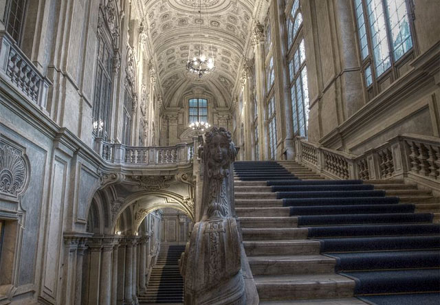 The+majestic+Juvarra+staircase+inside+Palazzo+Madama.+Image+by+PantarThe+majestic+Juvarra+staircase+inside+Palazzo+Madama