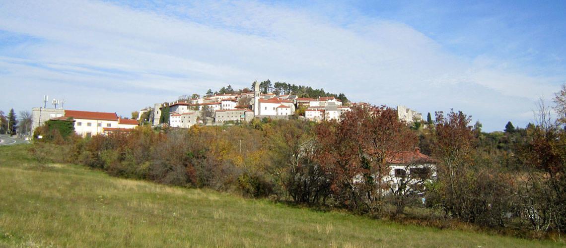Karst Plateau: Stanjel village in Slovenia