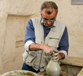 Pottery workshops for families with children in Italy