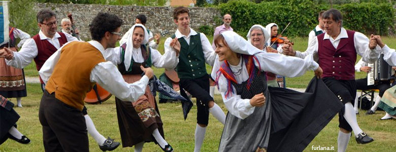 Private Tours & Activities: Italy folk music & traditional dances