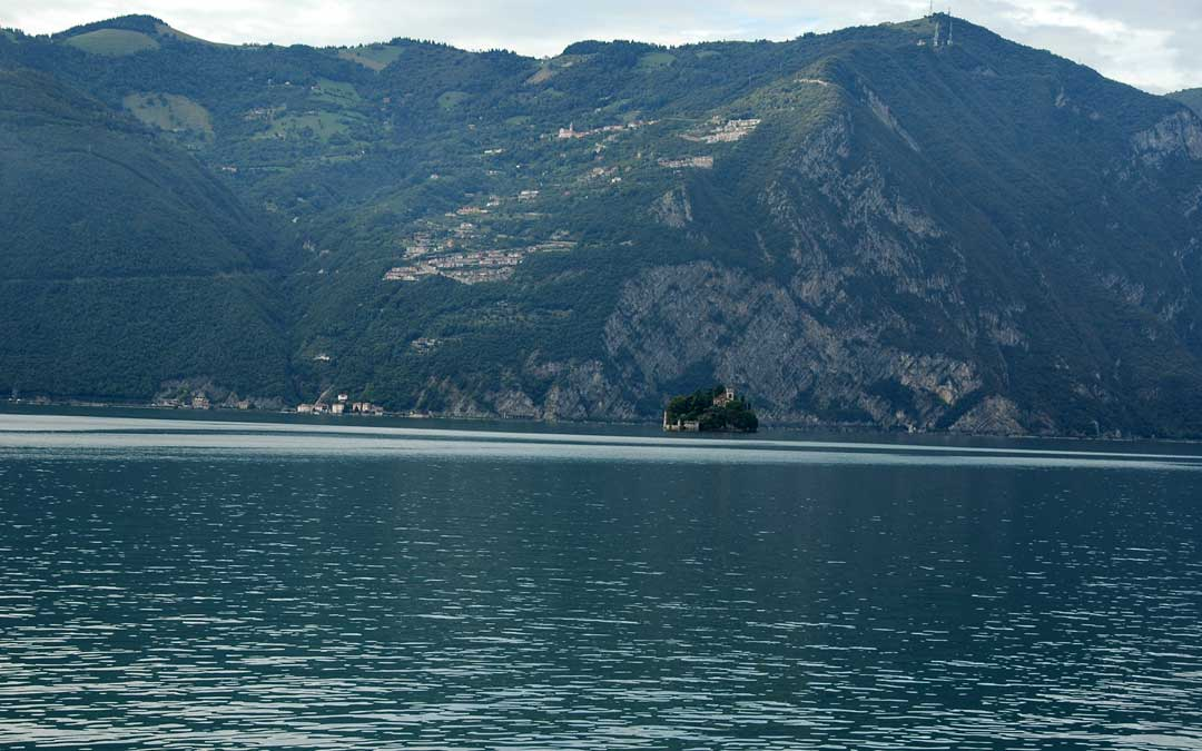 Incentives in Italy: two stories, off the beaten path